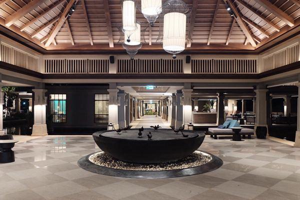 02 Lobby Lounge