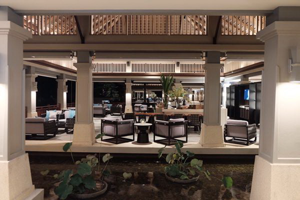 06 Lobby Lounge